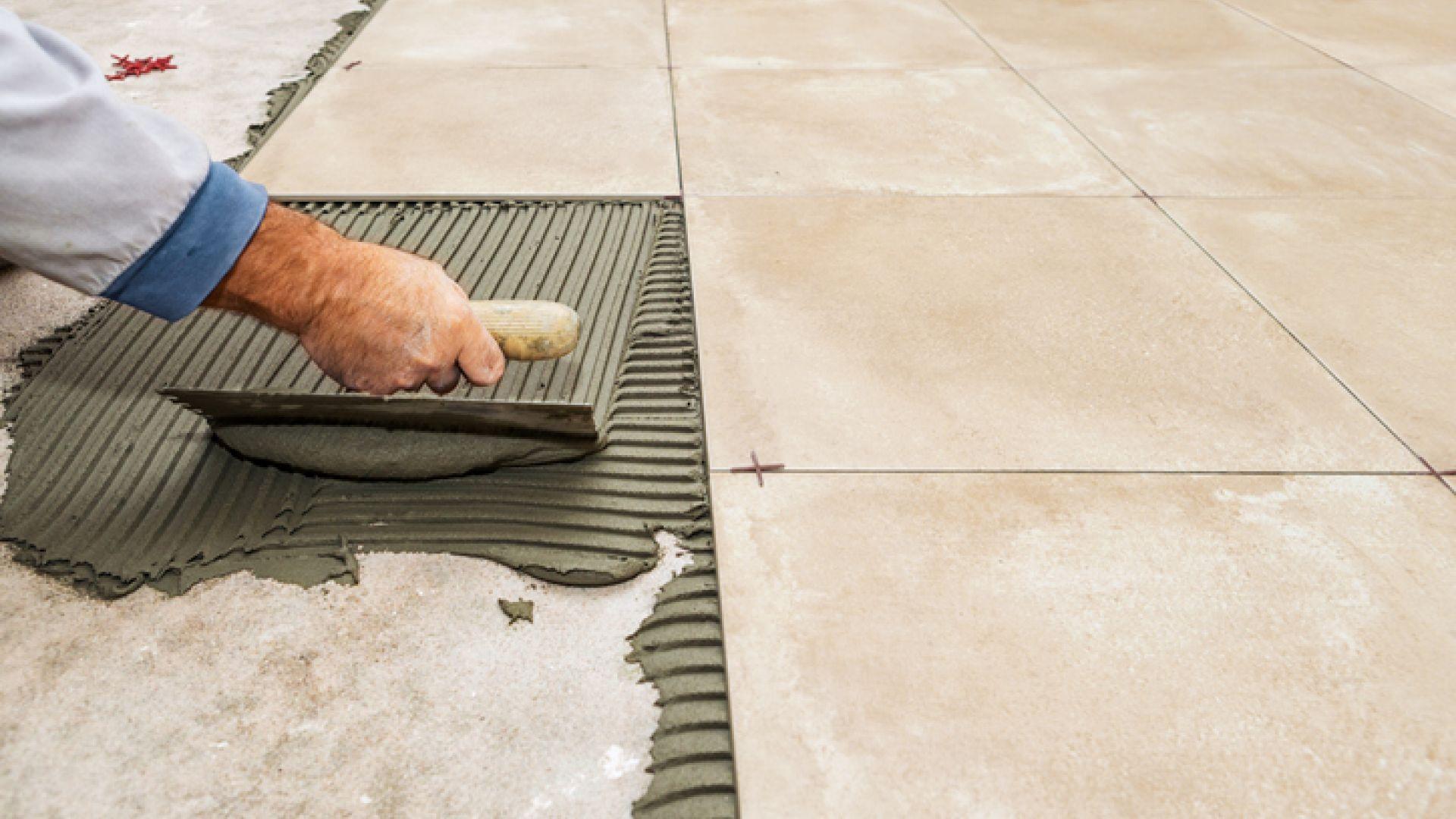 Como fazer assentamento de piso sobre piso?